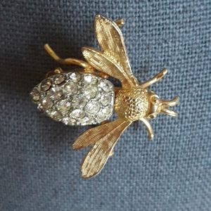 Jewelry - VINTAGE Bumblebee Pin